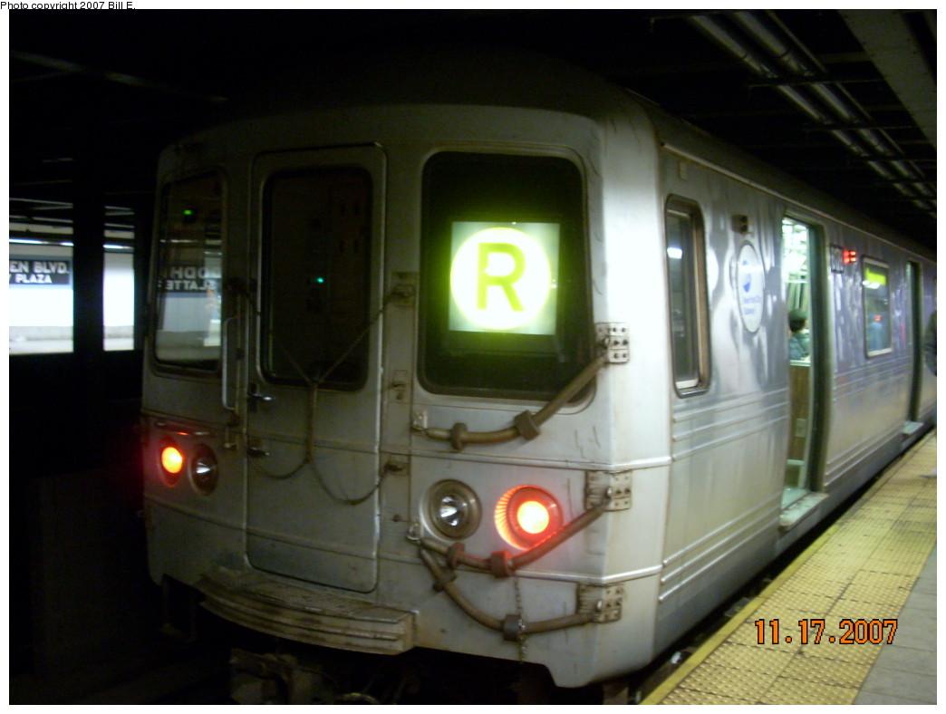 (191k, 1044x788)<br><b>Country:</b> United States<br><b>City:</b> New York<br><b>System:</b> New York City Transit<br><b>Line:</b> IND Queens Boulevard Line<br><b>Location:</b> Woodhaven Boulevard/Queens Mall <br><b>Route:</b> R<br><b>Car:</b> R-46 (Pullman-Standard, 1974-75) 6178 <br><b>Photo by:</b> Bill E.<br><b>Date:</b> 11/17/2007<br><b>Viewed (this week/total):</b> 0 / 2930