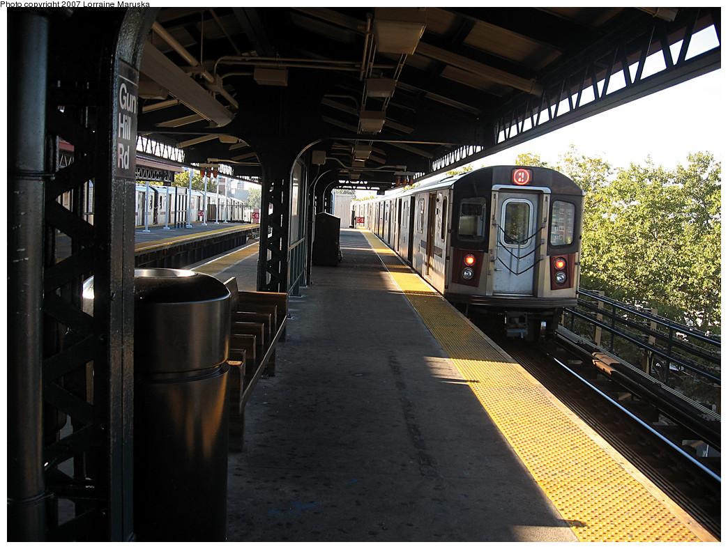 (316k, 1044x788)<br><b>Country:</b> United States<br><b>City:</b> New York<br><b>System:</b> New York City Transit<br><b>Line:</b> IRT White Plains Road Line<br><b>Location:</b> Gun Hill Road <br><b>Photo by:</b> Lorraine Maruska<br><b>Date:</b> 10/21/2007<br><b>Viewed (this week/total):</b> 0 / 1928