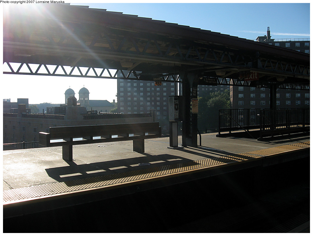 (221k, 1044x788)<br><b>Country:</b> United States<br><b>City:</b> New York<br><b>System:</b> New York City Transit<br><b>Line:</b> IRT White Plains Road Line<br><b>Location:</b> Gun Hill Road <br><b>Photo by:</b> Lorraine Maruska<br><b>Date:</b> 10/21/2007<br><b>Viewed (this week/total):</b> 0 / 1352