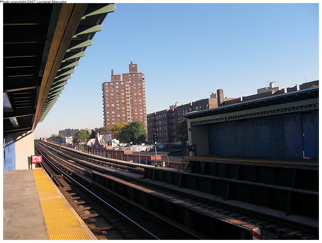 (259k, 1044x788)<br><b>Country:</b> United States<br><b>City:</b> New York<br><b>System:</b> New York City Transit<br><b>Line:</b> IRT White Plains Road Line<br><b>Location:</b> Pelham Parkway <br><b>Photo by:</b> Lorraine Maruska<br><b>Date:</b> 10/21/2007<br><b>Viewed (this week/total):</b> 1 / 1602