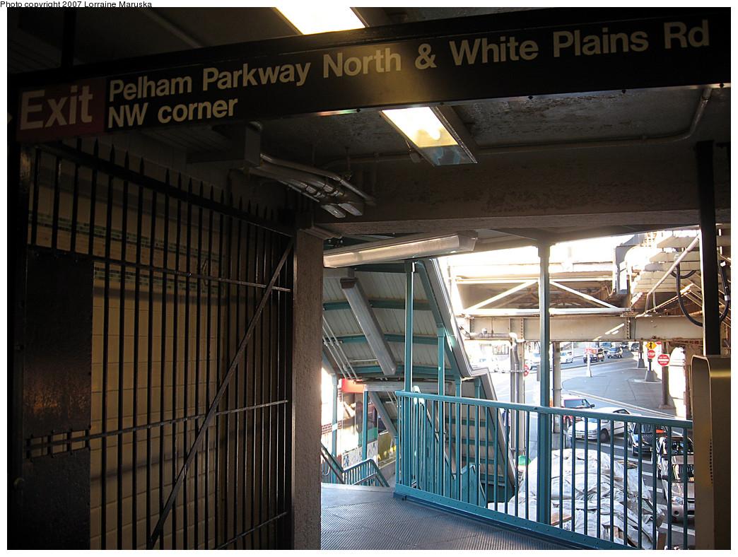 (299k, 1044x788)<br><b>Country:</b> United States<br><b>City:</b> New York<br><b>System:</b> New York City Transit<br><b>Line:</b> IRT White Plains Road Line<br><b>Location:</b> Pelham Parkway <br><b>Photo by:</b> Lorraine Maruska<br><b>Date:</b> 10/21/2007<br><b>Viewed (this week/total):</b> 1 / 1702