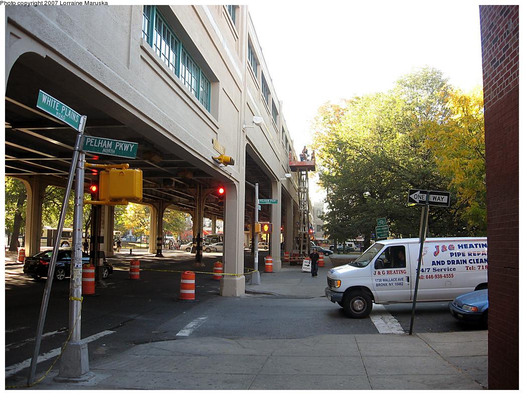 (367k, 1044x788)<br><b>Country:</b> United States<br><b>City:</b> New York<br><b>System:</b> New York City Transit<br><b>Line:</b> IRT White Plains Road Line<br><b>Location:</b> Pelham Parkway <br><b>Photo by:</b> Lorraine Maruska<br><b>Date:</b> 10/21/2007<br><b>Viewed (this week/total):</b> 0 / 1826