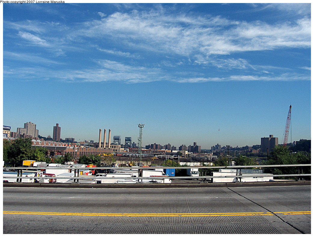 (316k, 1044x788)<br><b>Country:</b> United States<br><b>City:</b> New York<br><b>System:</b> New York City Transit<br><b>Location:</b> 207th Street Yard<br><b>Photo by:</b> Lorraine Maruska<br><b>Date:</b> 10/21/2007<br><b>Notes:</b> View from University Heights bridge.<br><b>Viewed (this week/total):</b> 0 / 1100