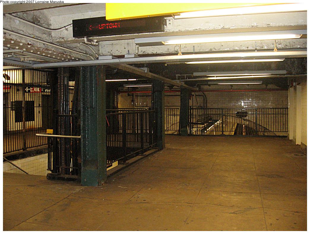 (402k, 1044x788)<br><b>Country:</b> United States<br><b>City:</b> New York<br><b>System:</b> New York City Transit<br><b>Line:</b> IND 8th Avenue Line<br><b>Location:</b> 190th Street/Overlook Terrace <br><b>Photo by:</b> Lorraine Maruska<br><b>Date:</b> 10/22/2007<br><b>Notes:</b> Balcony/mezzanine over tracks.<br><b>Viewed (this week/total):</b> 0 / 1820
