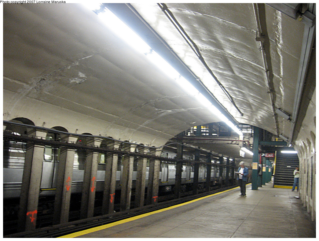 (312k, 1044x788)<br><b>Country:</b> United States<br><b>City:</b> New York<br><b>System:</b> New York City Transit<br><b>Line:</b> IND 8th Avenue Line<br><b>Location:</b> 190th Street/Overlook Terrace <br><b>Photo by:</b> Lorraine Maruska<br><b>Date:</b> 10/22/2007<br><b>Notes:</b> Southbound platform.<br><b>Viewed (this week/total):</b> 2 / 1488