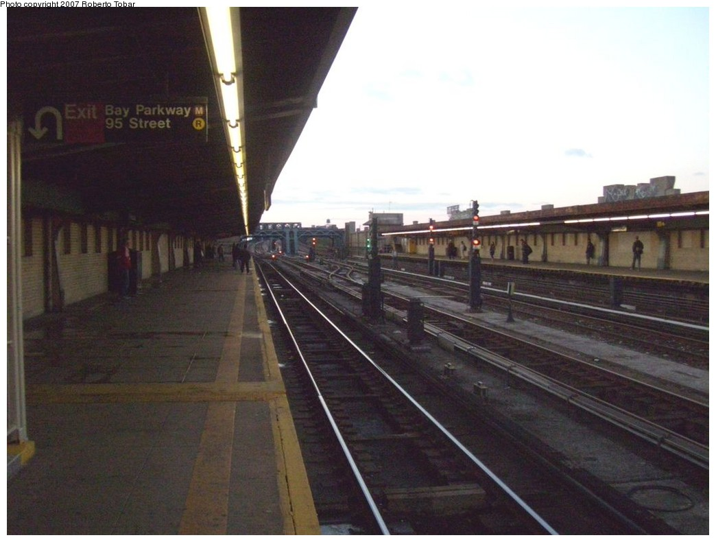 (172k, 1044x790)<br><b>Country:</b> United States<br><b>City:</b> New York<br><b>System:</b> New York City Transit<br><b>Line:</b> IND Crosstown Line<br><b>Location:</b> 4th Avenue <br><b>Photo by:</b> Roberto C. Tobar<br><b>Date:</b> 11/10/2007<br><b>Viewed (this week/total):</b> 2 / 1303