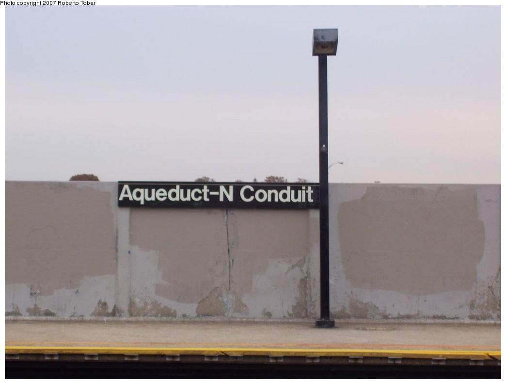 (104k, 1044x791)<br><b>Country:</b> United States<br><b>City:</b> New York<br><b>System:</b> New York City Transit<br><b>Line:</b> IND Rockaway<br><b>Location:</b> Aqueduct/North Conduit Avenue <br><b>Photo by:</b> Roberto C. Tobar<br><b>Date:</b> 11/17/2007<br><b>Viewed (this week/total):</b> 0 / 1183
