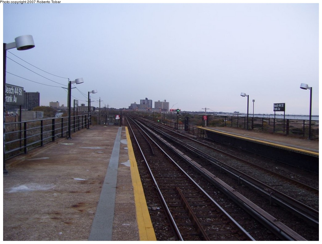 (171k, 1044x791)<br><b>Country:</b> United States<br><b>City:</b> New York<br><b>System:</b> New York City Transit<br><b>Line:</b> IND Rockaway<br><b>Location:</b> Beach 44th Street/Frank Avenue <br><b>Photo by:</b> Roberto C. Tobar<br><b>Date:</b> 11/17/2007<br><b>Viewed (this week/total):</b> 1 / 1152