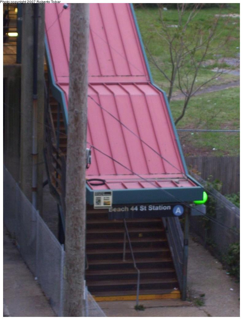 (165k, 791x1044)<br><b>Country:</b> United States<br><b>City:</b> New York<br><b>System:</b> New York City Transit<br><b>Line:</b> IND Rockaway<br><b>Location:</b> Beach 44th Street/Frank Avenue <br><b>Photo by:</b> Roberto C. Tobar<br><b>Date:</b> 11/17/2007<br><b>Viewed (this week/total):</b> 1 / 1751