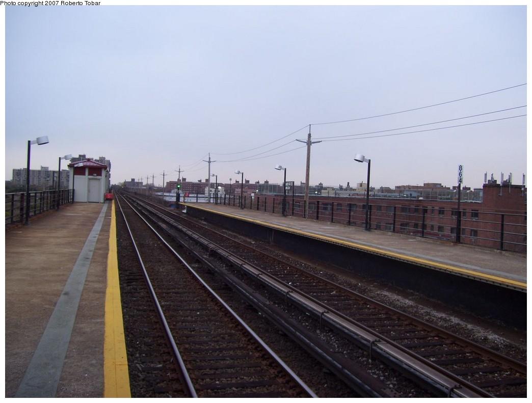 (165k, 1044x791)<br><b>Country:</b> United States<br><b>City:</b> New York<br><b>System:</b> New York City Transit<br><b>Line:</b> IND Rockaway<br><b>Location:</b> Beach 44th Street/Frank Avenue <br><b>Photo by:</b> Roberto C. Tobar<br><b>Date:</b> 11/17/2007<br><b>Viewed (this week/total):</b> 0 / 930