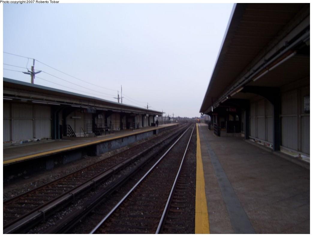 (132k, 1044x791)<br><b>Country:</b> United States<br><b>City:</b> New York<br><b>System:</b> New York City Transit<br><b>Line:</b> IND Rockaway<br><b>Location:</b> Beach 44th Street/Frank Avenue <br><b>Photo by:</b> Roberto C. Tobar<br><b>Date:</b> 11/17/2007<br><b>Viewed (this week/total):</b> 0 / 788
