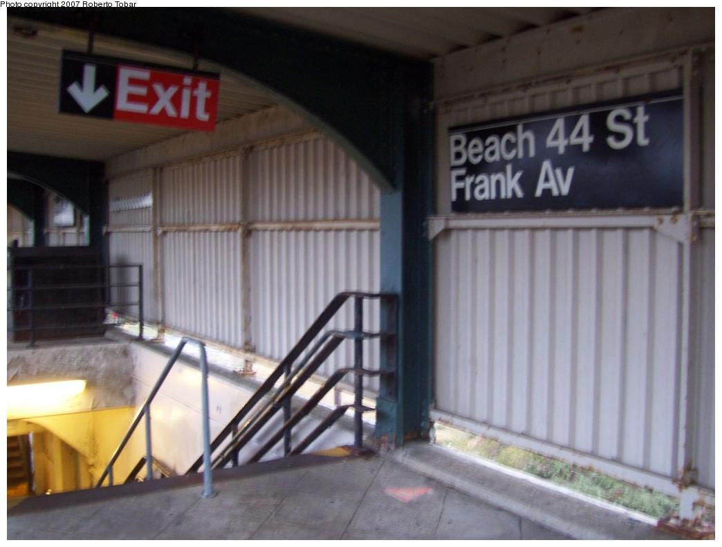 (162k, 1044x791)<br><b>Country:</b> United States<br><b>City:</b> New York<br><b>System:</b> New York City Transit<br><b>Line:</b> IND Rockaway<br><b>Location:</b> Beach 44th Street/Frank Avenue <br><b>Photo by:</b> Roberto C. Tobar<br><b>Date:</b> 11/17/2007<br><b>Viewed (this week/total):</b> 0 / 874