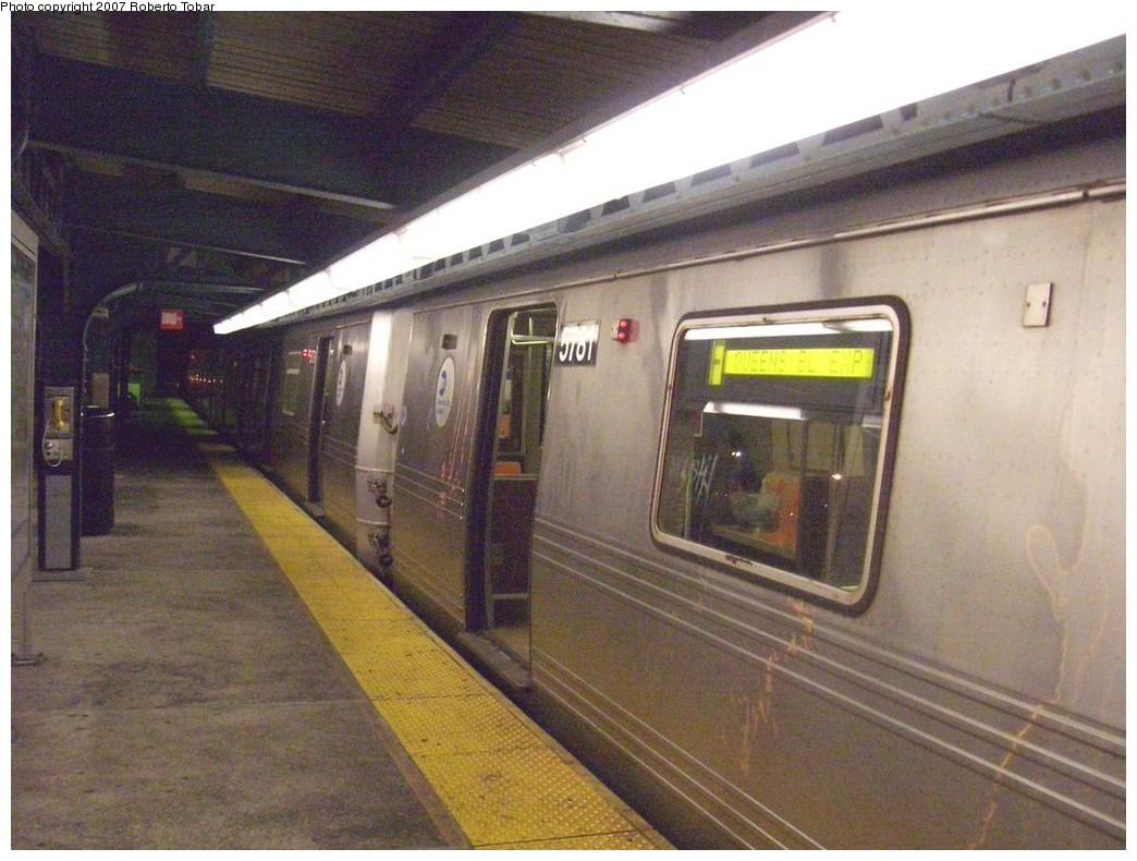 (211k, 1044x790)<br><b>Country:</b> United States<br><b>City:</b> New York<br><b>System:</b> New York City Transit<br><b>Line:</b> BMT Culver Line<br><b>Location:</b> Neptune Avenue <br><b>Route:</b> F<br><b>Car:</b> R-46 (Pullman-Standard, 1974-75) 5781 <br><b>Photo by:</b> Roberto C. Tobar<br><b>Date:</b> 11/10/2007<br><b>Viewed (this week/total):</b> 1 / 2438