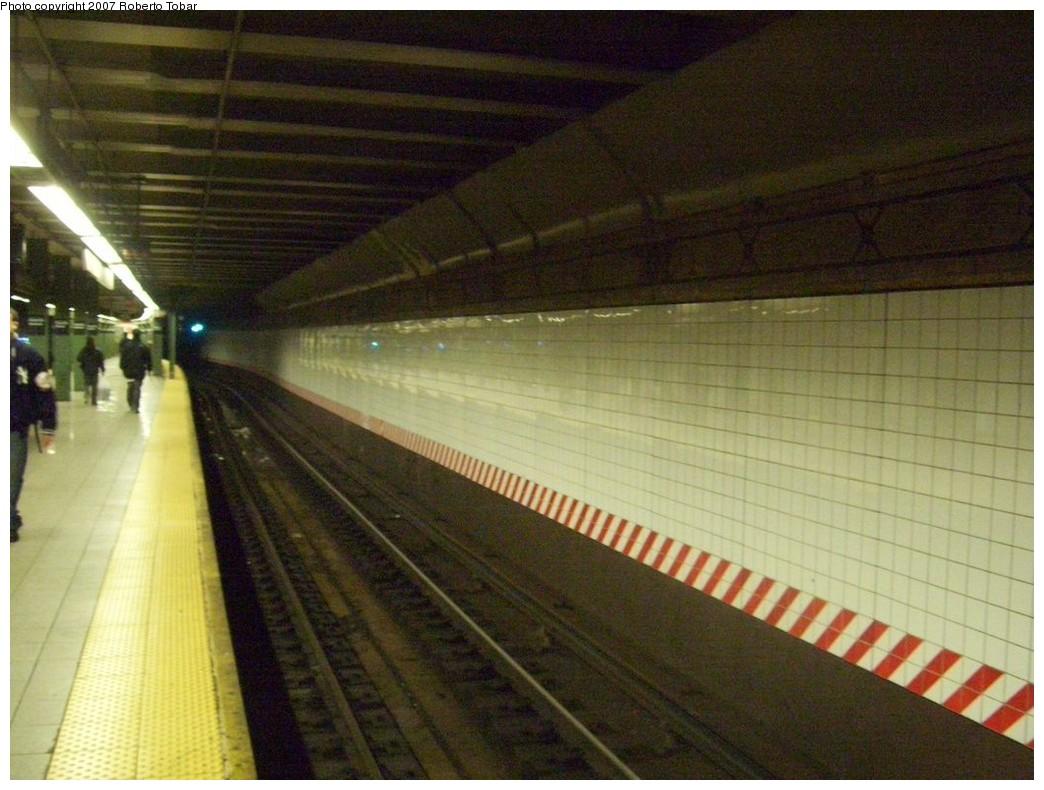 (206k, 1044x790)<br><b>Country:</b> United States<br><b>City:</b> New York<br><b>System:</b> New York City Transit<br><b>Line:</b> BMT 4th Avenue<br><b>Location:</b> Pacific Street <br><b>Photo by:</b> Roberto C. Tobar<br><b>Date:</b> 11/10/2007<br><b>Viewed (this week/total):</b> 2 / 2004