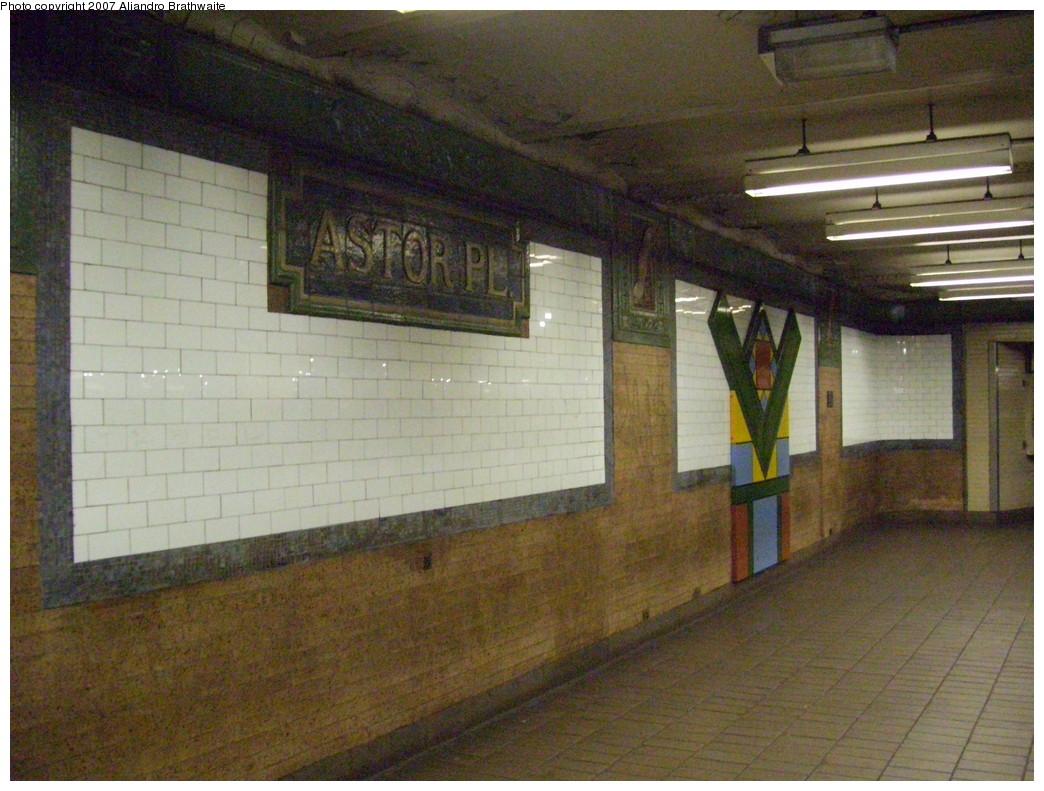 (250k, 1044x791)<br><b>Country:</b> United States<br><b>City:</b> New York<br><b>System:</b> New York City Transit<br><b>Line:</b> IRT East Side Line<br><b>Location:</b> Astor Place <br><b>Photo by:</b> Aliandro Brathwaite<br><b>Date:</b> 11/23/2007<br><b>Viewed (this week/total):</b> 3 / 1173