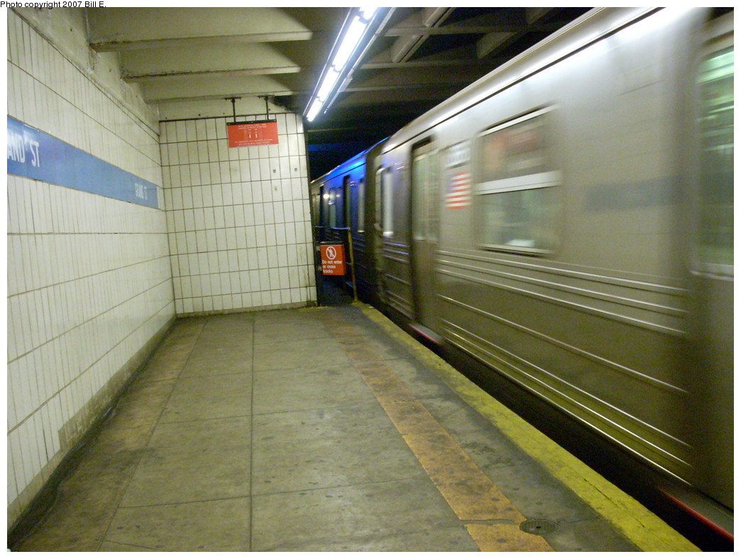 (260k, 1044x788)<br><b>Country:</b> United States<br><b>City:</b> New York<br><b>System:</b> New York City Transit<br><b>Line:</b> IND 6th Avenue Line<br><b>Location:</b> Grand Street <br><b>Photo by:</b> Bill E.<br><b>Date:</b> 11/25/2007<br><b>Viewed (this week/total):</b> 0 / 2689