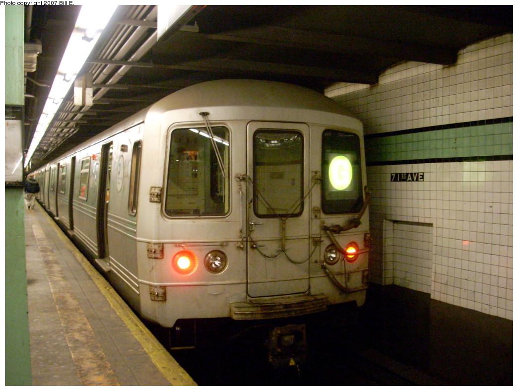 (244k, 1044x788)<br><b>Country:</b> United States<br><b>City:</b> New York<br><b>System:</b> New York City Transit<br><b>Line:</b> IND Queens Boulevard Line<br><b>Location:</b> 71st/Continental Aves./Forest Hills <br><b>Route:</b> G<br><b>Car:</b> R-46 (Pullman-Standard, 1974-75) 5512 <br><b>Photo by:</b> Bill E.<br><b>Date:</b> 11/24/2007<br><b>Viewed (this week/total):</b> 2 / 2474