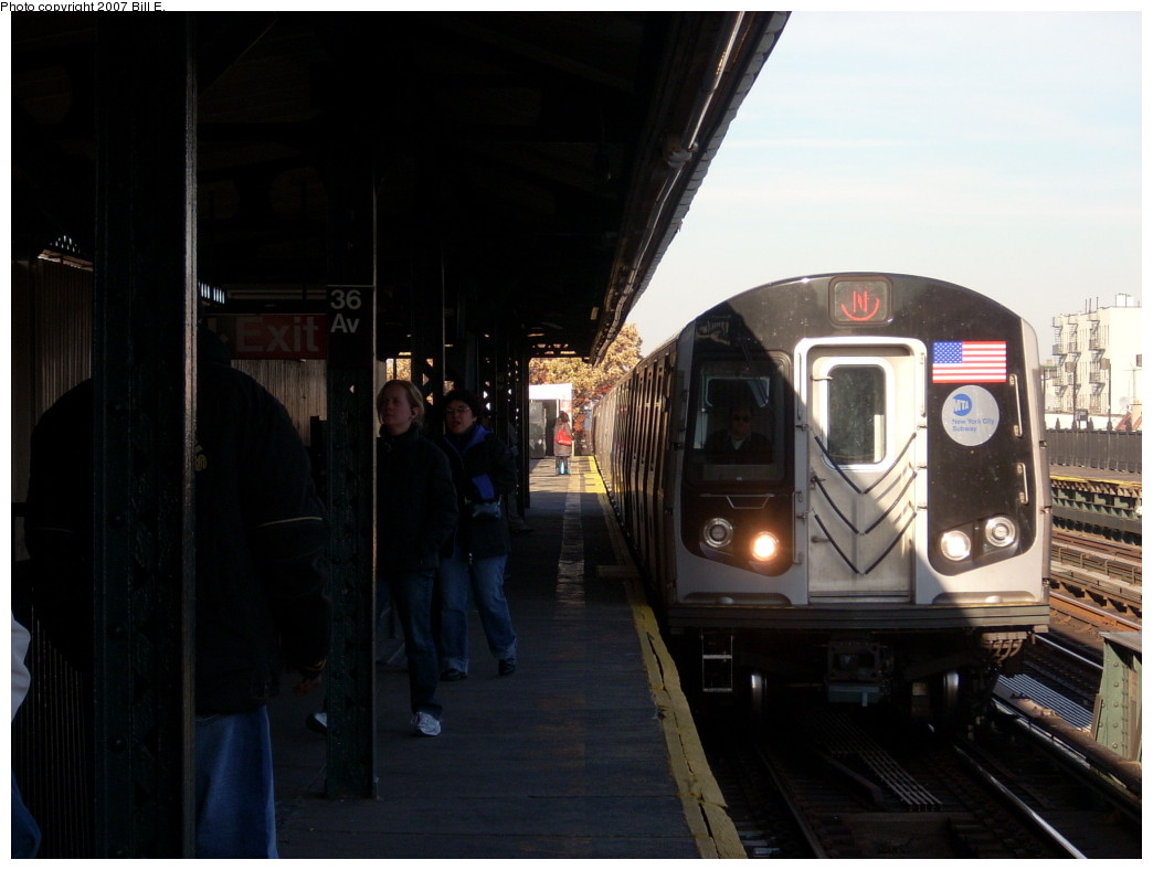 (183k, 1044x788)<br><b>Country:</b> United States<br><b>City:</b> New York<br><b>System:</b> New York City Transit<br><b>Line:</b> BMT Astoria Line<br><b>Location:</b> 36th/Washington Aves. <br><b>Route:</b> N<br><b>Car:</b> R-160A/R-160B Series (Number Unknown)  <br><b>Photo by:</b> Bill E.<br><b>Date:</b> 11/24/2007<br><b>Viewed (this week/total):</b> 0 / 1912