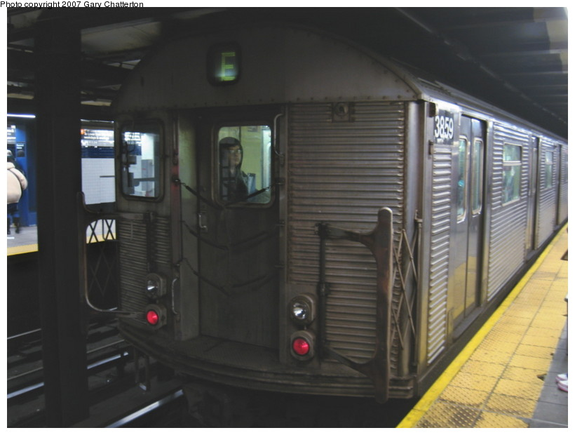 (100k, 820x620)<br><b>Country:</b> United States<br><b>City:</b> New York<br><b>System:</b> New York City Transit<br><b>Line:</b> IND Queens Boulevard Line<br><b>Location:</b> Roosevelt Avenue <br><b>Route:</b> E<br><b>Car:</b> R-32 (Budd, 1964)  3859 <br><b>Photo by:</b> Gary Chatterton<br><b>Date:</b> 11/20/2007<br><b>Viewed (this week/total):</b> 1 / 1763