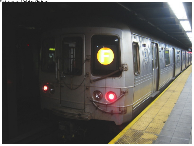 (81k, 820x620)<br><b>Country:</b> United States<br><b>City:</b> New York<br><b>System:</b> New York City Transit<br><b>Line:</b> IND Queens Boulevard Line<br><b>Location:</b> Roosevelt Avenue <br><b>Route:</b> F<br><b>Car:</b> R-46 (Pullman-Standard, 1974-75) 6126 <br><b>Photo by:</b> Gary Chatterton<br><b>Date:</b> 11/20/2007<br><b>Viewed (this week/total):</b> 0 / 1864