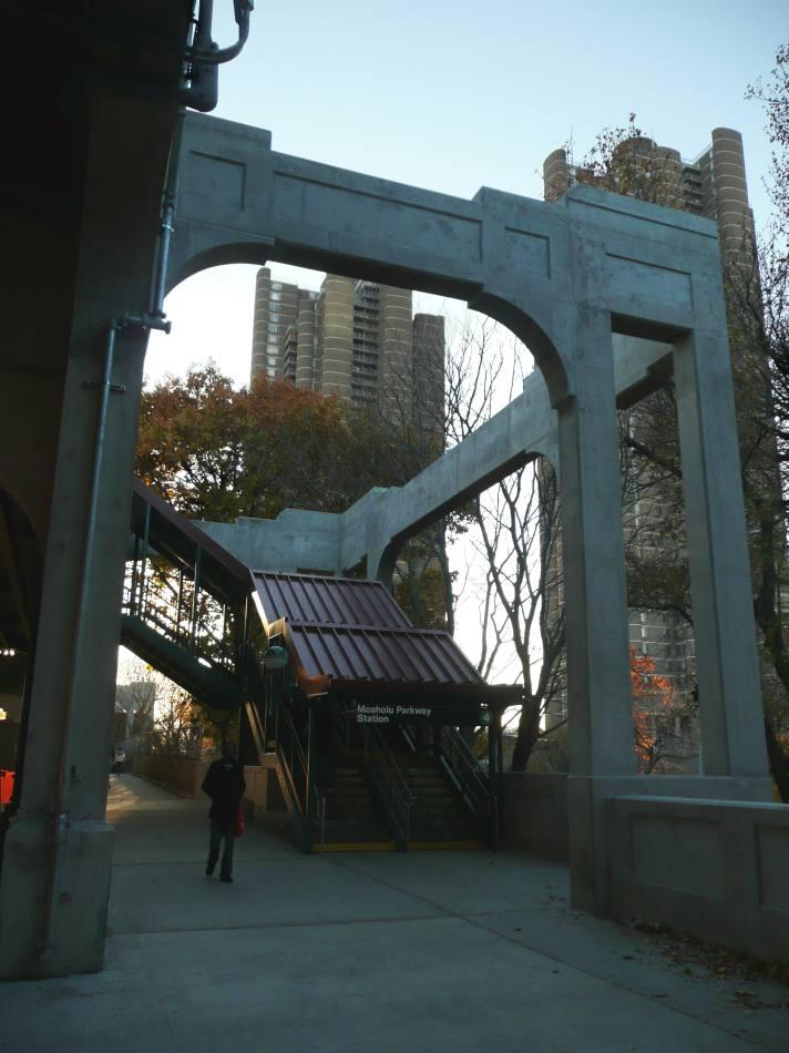 (84k, 712x950)<br><b>Country:</b> United States<br><b>City:</b> New York<br><b>System:</b> New York City Transit<br><b>Line:</b> IRT Woodlawn Line<br><b>Location:</b> Mosholu Parkway <br><b>Photo by:</b> Robbie Rosenfeld<br><b>Date:</b> 11/25/2007<br><b>Viewed (this week/total):</b> 1 / 3705