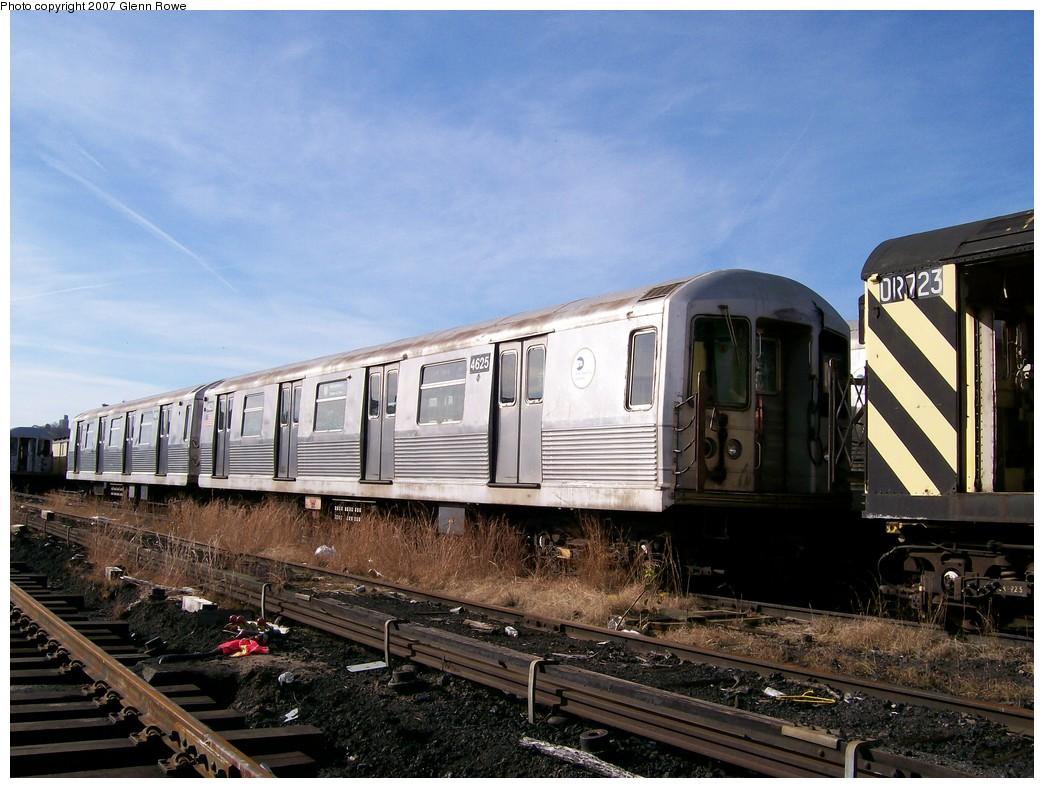 (222k, 1044x788)<br><b>Country:</b> United States<br><b>City:</b> New York<br><b>System:</b> New York City Transit<br><b>Location:</b> 207th Street Yard<br><b>Car:</b> R-42 (St. Louis, 1969-1970)  4625 <br><b>Photo by:</b> Glenn L. Rowe<br><b>Date:</b> 11/28/2007<br><b>Notes:</b> Cars involved in bumper block hit at Chambers Street, 11/6/2007.<br><b>Viewed (this week/total):</b> 1 / 3110