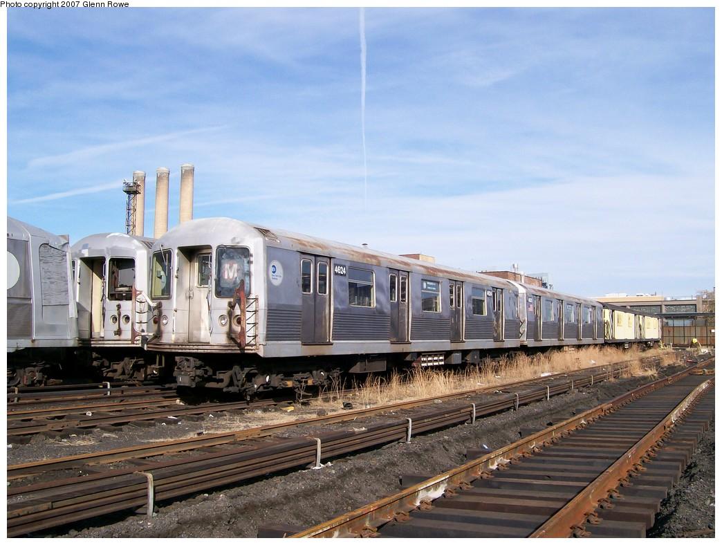 (218k, 1044x788)<br><b>Country:</b> United States<br><b>City:</b> New York<br><b>System:</b> New York City Transit<br><b>Location:</b> 207th Street Yard<br><b>Car:</b> R-42 (St. Louis, 1969-1970)  4624 <br><b>Photo by:</b> Glenn L. Rowe<br><b>Date:</b> 11/28/2007<br><b>Notes:</b> Cars involved in bumper block hit at Chambers Street, 11/6/2007.<br><b>Viewed (this week/total):</b> 4 / 3288
