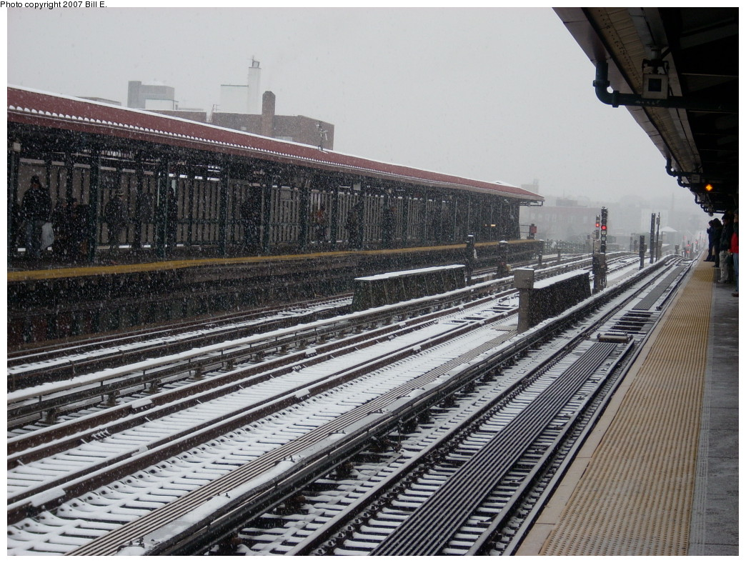 (309k, 1044x788)<br><b>Country:</b> United States<br><b>City:</b> New York<br><b>System:</b> New York City Transit<br><b>Line:</b> IRT Flushing Line<br><b>Location:</b> 74th Street/Broadway <br><b>Photo by:</b> Bill E.<br><b>Date:</b> 12/2/2007<br><b>Viewed (this week/total):</b> 0 / 1162