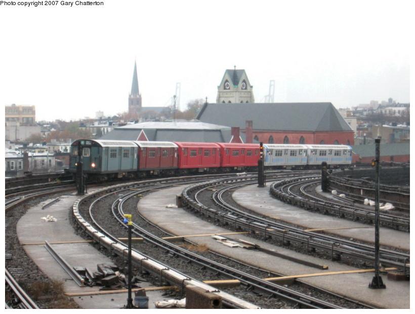 (121k, 820x620)<br><b>Country:</b> United States<br><b>City:</b> New York<br><b>System:</b> New York City Transit<br><b>Line:</b> IND Crosstown Line<br><b>Location:</b> Smith/9th Street <br><b>Car:</b> R-33 Main Line (St. Louis, 1962-63) 9068 <br><b>Photo by:</b> Gary Chatterton<br><b>Date:</b> 11/26/2007<br><b>Notes:</b> IRT SMEE museum train--museum equipment move.<br><b>Viewed (this week/total):</b> 0 / 2238