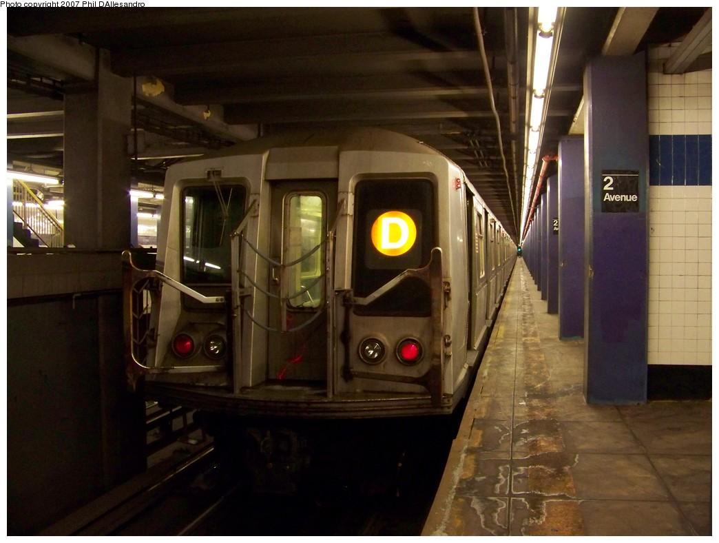 (185k, 1044x788)<br><b>Country:</b> United States<br><b>City:</b> New York<br><b>System:</b> New York City Transit<br><b>Line:</b> IND 6th Avenue Line<br><b>Location:</b> 2nd Avenue <br><b>Route:</b> D<br><b>Car:</b> R-40 (St. Louis, 1968)  4211 <br><b>Photo by:</b> Philip D'Allesandro<br><b>Date:</b> 12/2/2007<br><b>Viewed (this week/total):</b> 0 / 8975