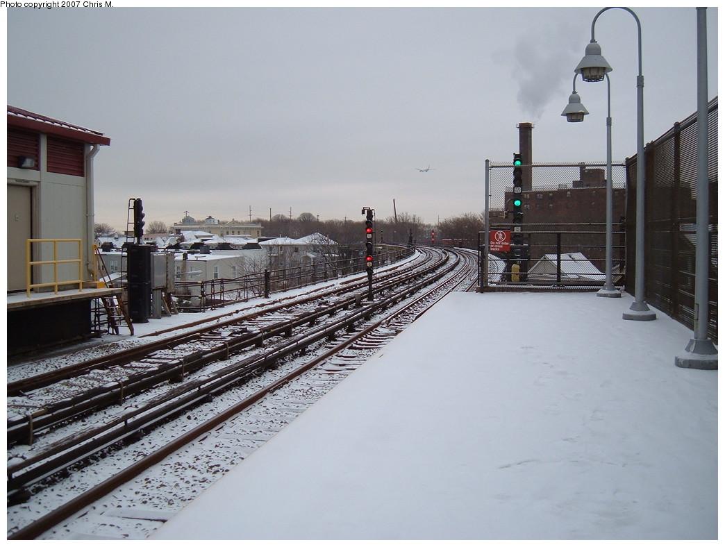 (210k, 1044x788)<br><b>Country:</b> United States<br><b>City:</b> New York<br><b>System:</b> New York City Transit<br><b>Line:</b> IND Rockaway<br><b>Location:</b> Beach 90th Street/Holland <br><b>Photo by:</b> Chris M.<br><b>Date:</b> 12/2/2007<br><b>Viewed (this week/total):</b> 0 / 1293