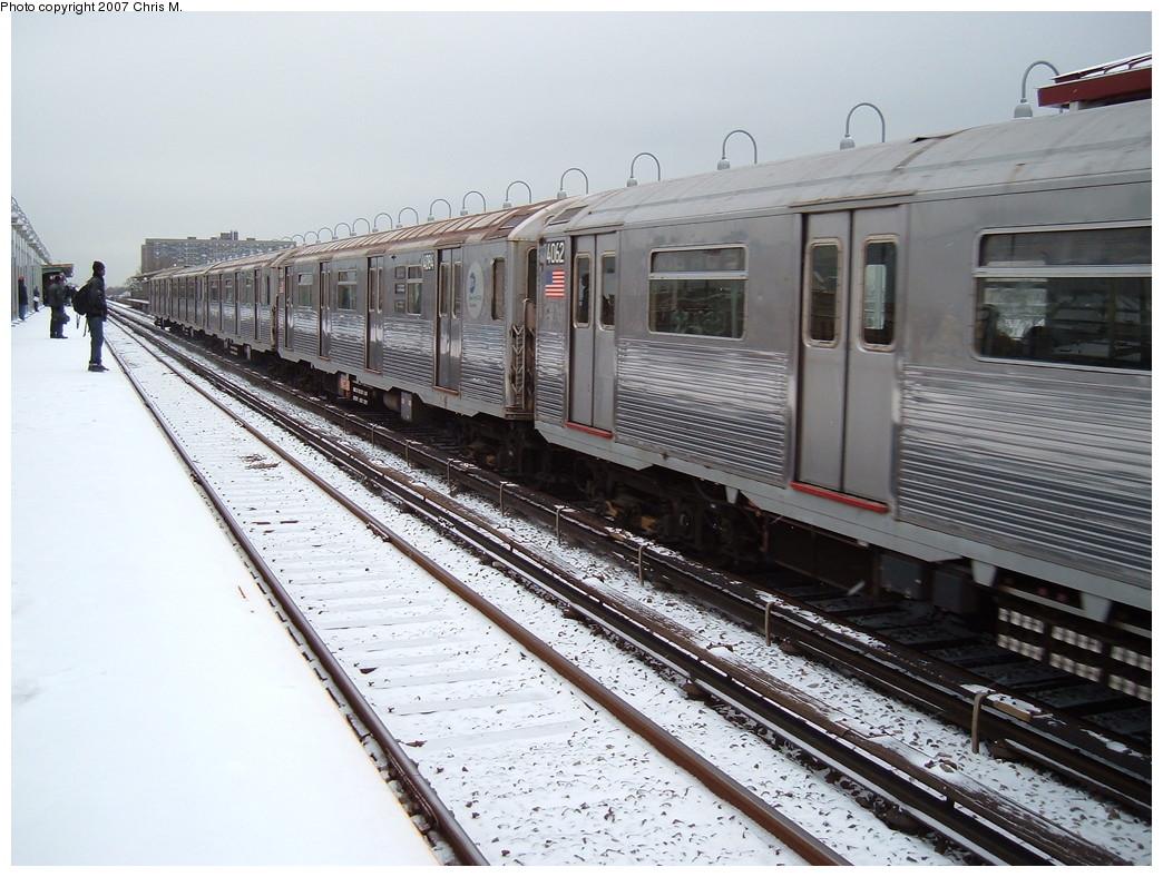 (243k, 1044x788)<br><b>Country:</b> United States<br><b>City:</b> New York<br><b>System:</b> New York City Transit<br><b>Line:</b> IND Rockaway<br><b>Location:</b> Beach 90th Street/Holland <br><b>Route:</b> A<br><b>Car:</b> R-38 (St. Louis, 1966-1967)  4062 <br><b>Photo by:</b> Chris M.<br><b>Date:</b> 12/2/2007<br><b>Viewed (this week/total):</b> 1 / 2297