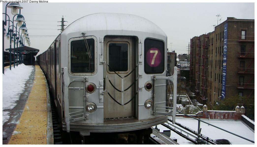 (184k, 1044x596)<br><b>Country:</b> United States<br><b>City:</b> New York<br><b>System:</b> New York City Transit<br><b>Line:</b> IRT Flushing Line<br><b>Location:</b> 61st Street/Woodside <br><b>Route:</b> 7<br><b>Car:</b> R-62A (Bombardier, 1984-1987)   <br><b>Photo by:</b> Danny Molina<br><b>Date:</b> 12/3/2007<br><b>Viewed (this week/total):</b> 0 / 1669