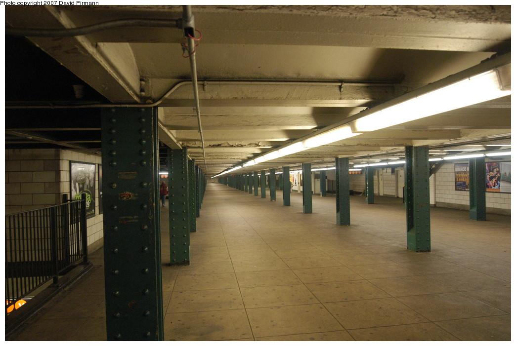 (220k, 1044x701)<br><b>Country:</b> United States<br><b>City:</b> New York<br><b>System:</b> New York City Transit<br><b>Line:</b> IND 6th Avenue Line<br><b>Location:</b> West 4th Street/Washington Square <br><b>Photo by:</b> David Pirmann<br><b>Date:</b> 12/9/2007<br><b>Notes:</b> Mezzanine.<br><b>Viewed (this week/total):</b> 0 / 1508