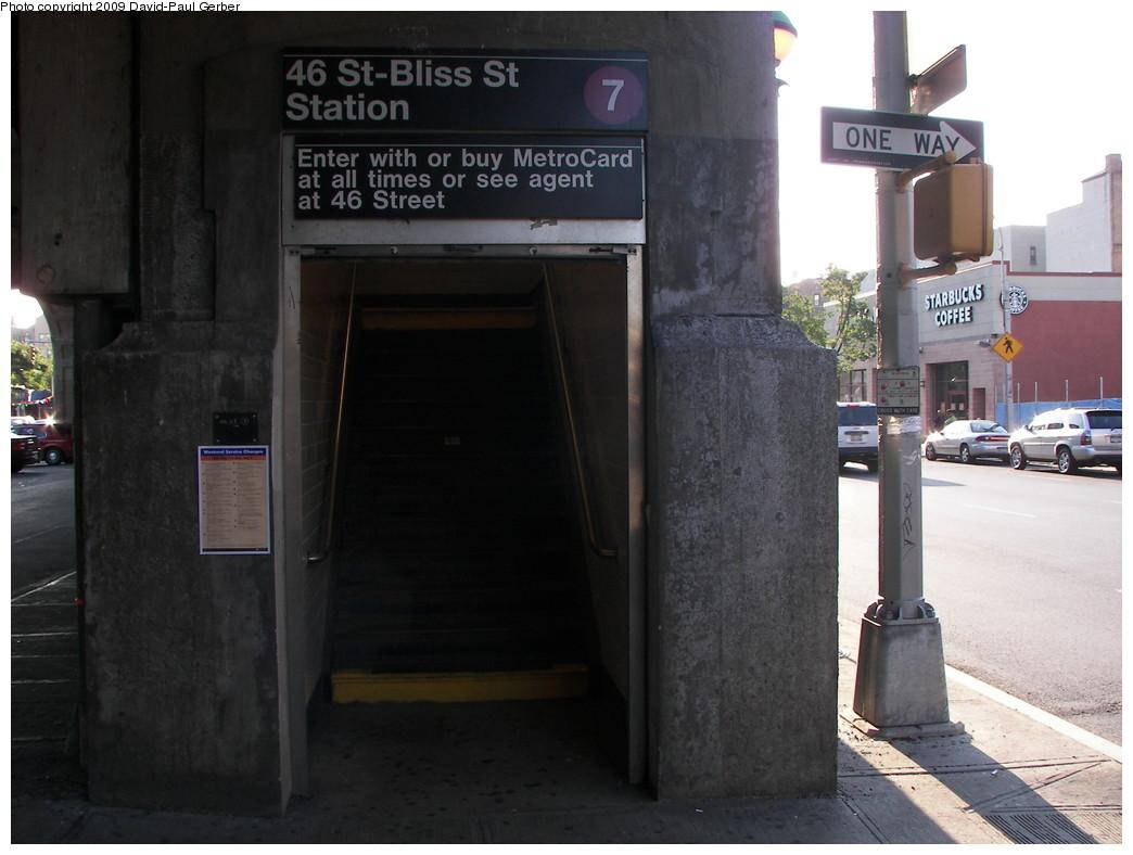 (224k, 1044x788)<br><b>Country:</b> United States<br><b>City:</b> New York<br><b>System:</b> New York City Transit<br><b>Line:</b> IRT Flushing Line<br><b>Location:</b> 46th Street/Bliss Street <br><b>Photo by:</b> David-Paul Gerber<br><b>Date:</b> 8/1/2009<br><b>Notes:</b> Station entrance.<br><b>Viewed (this week/total):</b> 0 / 1368