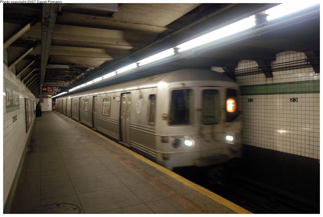 (244k, 1044x701)<br><b>Country:</b> United States<br><b>City:</b> New York<br><b>System:</b> New York City Transit<br><b>Line:</b> IND 6th Avenue Line<br><b>Location:</b> 23rd Street <br><b>Route:</b> F<br><b>Car:</b> R-46 (Pullman-Standard, 1974-75) 6206 <br><b>Photo by:</b> David Pirmann<br><b>Date:</b> 12/9/2007<br><b>Viewed (this week/total):</b> 0 / 2139