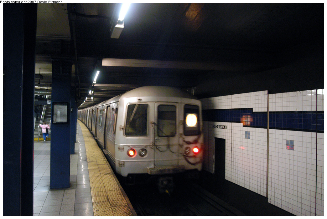 (231k, 1044x701)<br><b>Country:</b> United States<br><b>City:</b> New York<br><b>System:</b> New York City Transit<br><b>Line:</b> IND 6th Avenue Line<br><b>Location:</b> Broadway/Lafayette <br><b>Route:</b> F<br><b>Car:</b> R-46 (Pullman-Standard, 1974-75) 6206 <br><b>Photo by:</b> David Pirmann<br><b>Date:</b> 12/9/2007<br><b>Viewed (this week/total):</b> 0 / 2232