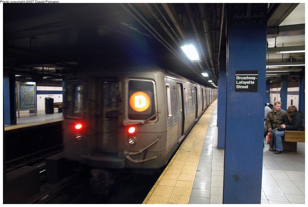 (258k, 1044x701)<br><b>Country:</b> United States<br><b>City:</b> New York<br><b>System:</b> New York City Transit<br><b>Line:</b> IND 6th Avenue Line<br><b>Location:</b> Broadway/Lafayette <br><b>Route:</b> D<br><b>Car:</b> R-68 (Westinghouse-Amrail, 1986-1988)  2638 <br><b>Photo by:</b> David Pirmann<br><b>Date:</b> 12/9/2007<br><b>Viewed (this week/total):</b> 2 / 2437