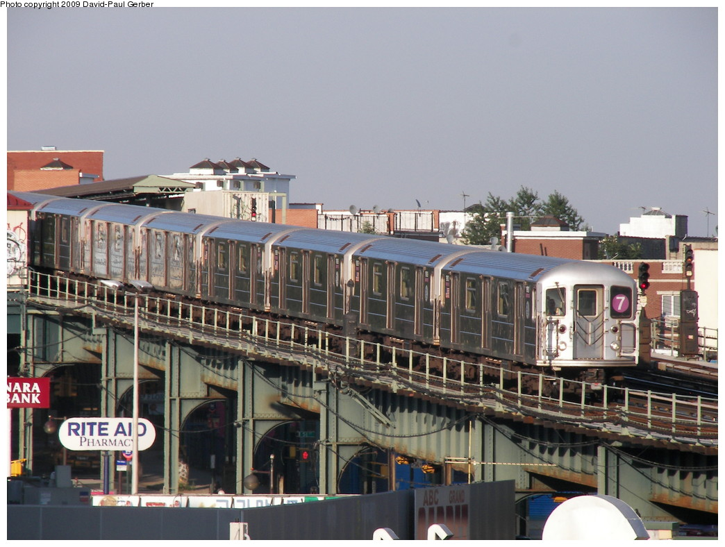 (275k, 1044x788)<br><b>Country:</b> United States<br><b>City:</b> New York<br><b>System:</b> New York City Transit<br><b>Line:</b> IRT Flushing Line<br><b>Location:</b> 46th Street/Bliss Street <br><b>Route:</b> 7<br><b>Car:</b> R-62A (Bombardier, 1984-1987)   <br><b>Photo by:</b> David-Paul Gerber<br><b>Date:</b> 8/1/2009<br><b>Viewed (this week/total):</b> 0 / 1155