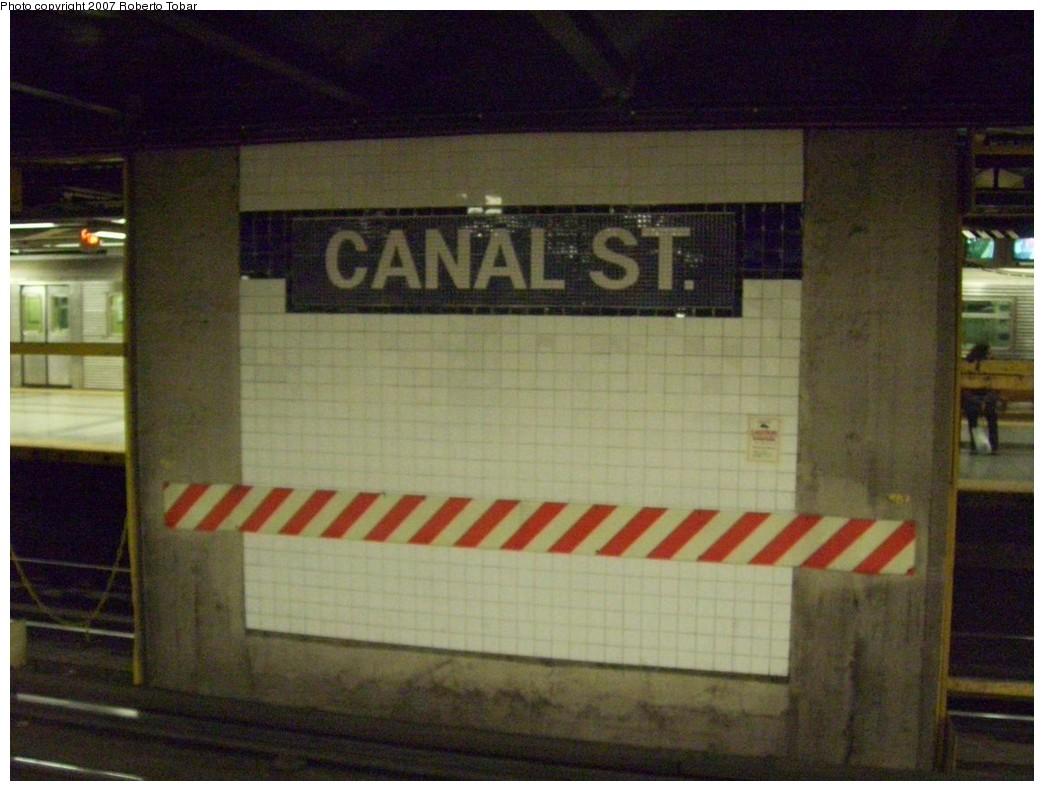 (190k, 1044x791)<br><b>Country:</b> United States<br><b>City:</b> New York<br><b>System:</b> New York City Transit<br><b>Line:</b> IND 8th Avenue Line<br><b>Location:</b> Canal Street-Holland Tunnel <br><b>Photo by:</b> Roberto C. Tobar<br><b>Date:</b> 12/5/2007<br><b>Viewed (this week/total):</b> 0 / 1459