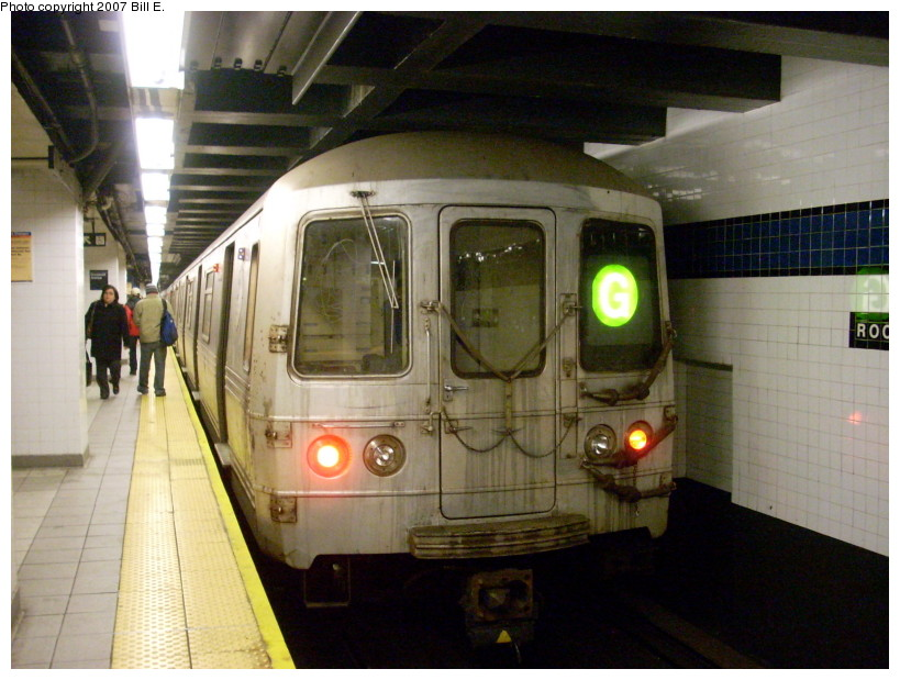 (167k, 819x619)<br><b>Country:</b> United States<br><b>City:</b> New York<br><b>System:</b> New York City Transit<br><b>Line:</b> IND Queens Boulevard Line<br><b>Location:</b> Roosevelt Avenue <br><b>Route:</b> G<br><b>Car:</b> R-46 (Pullman-Standard, 1974-75)  <br><b>Photo by:</b> Bill E.<br><b>Date:</b> 12/9/2007<br><b>Viewed (this week/total):</b> 0 / 2091