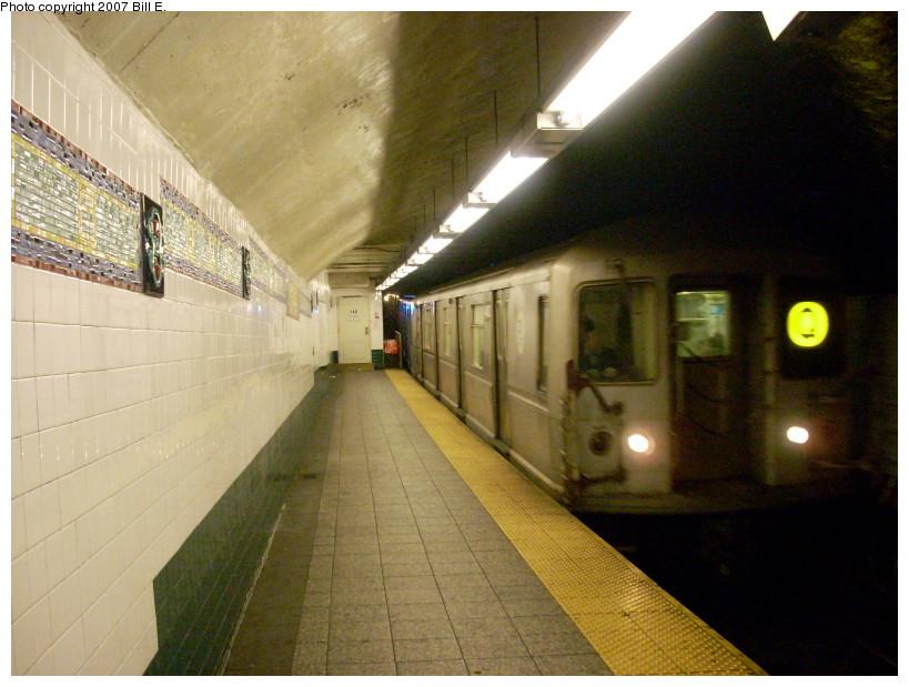(162k, 819x619)<br><b>Country:</b> United States<br><b>City:</b> New York<br><b>System:</b> New York City Transit<br><b>Line:</b> BMT Broadway Line<br><b>Location:</b> Canal Street Bridge Line <br><b>Route:</b> Q<br><b>Car:</b> R-40M (St. Louis, 1969)   <br><b>Photo by:</b> Bill E.<br><b>Date:</b> 12/9/2007<br><b>Viewed (this week/total):</b> 3 / 3693