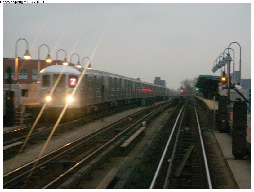 (150k, 819x619)<br><b>Country:</b> United States<br><b>City:</b> New York<br><b>System:</b> New York City Transit<br><b>Line:</b> IRT Flushing Line<br><b>Location:</b> 52nd Street/Lincoln Avenue <br><b>Route:</b> 7<br><b>Car:</b> R-62A (Bombardier, 1984-1987)  1685 <br><b>Photo by:</b> Bill E.<br><b>Date:</b> 12/9/2007<br><b>Viewed (this week/total):</b> 1 / 1736