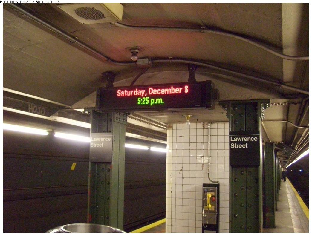 (215k, 1044x790)<br><b>Country:</b> United States<br><b>City:</b> New York<br><b>System:</b> New York City Transit<br><b>Line:</b> BMT Broadway Line<br><b>Location:</b> Jay St./Metrotech (Lawrence St.) <br><b>Photo by:</b> Roberto C. Tobar<br><b>Date:</b> 12/8/2007<br><b>Viewed (this week/total):</b> 4 / 2200