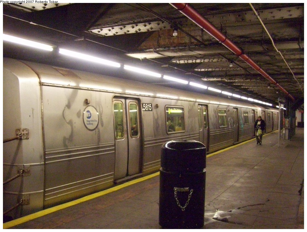 (225k, 1044x790)<br><b>Country:</b> United States<br><b>City:</b> New York<br><b>System:</b> New York City Transit<br><b>Line:</b> BMT Broadway Line<br><b>Location:</b> Jay St./Metrotech (Lawrence St.) <br><b>Route:</b> R<br><b>Car:</b> R-46 (Pullman-Standard, 1974-75) 5815 <br><b>Photo by:</b> Roberto C. Tobar<br><b>Date:</b> 12/8/2007<br><b>Viewed (this week/total):</b> 3 / 3250
