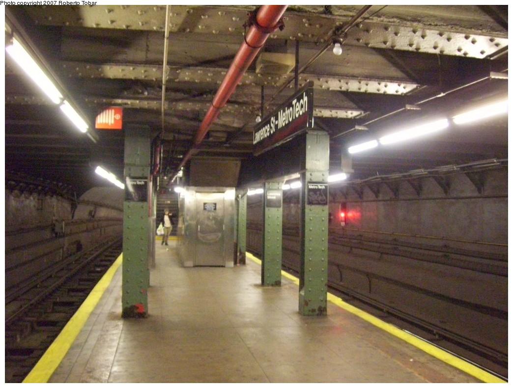 (206k, 1044x790)<br><b>Country:</b> United States<br><b>City:</b> New York<br><b>System:</b> New York City Transit<br><b>Line:</b> BMT Broadway Line<br><b>Location:</b> Jay St./Metrotech (Lawrence St.) <br><b>Photo by:</b> Roberto C. Tobar<br><b>Date:</b> 12/8/2007<br><b>Viewed (this week/total):</b> 1 / 2404