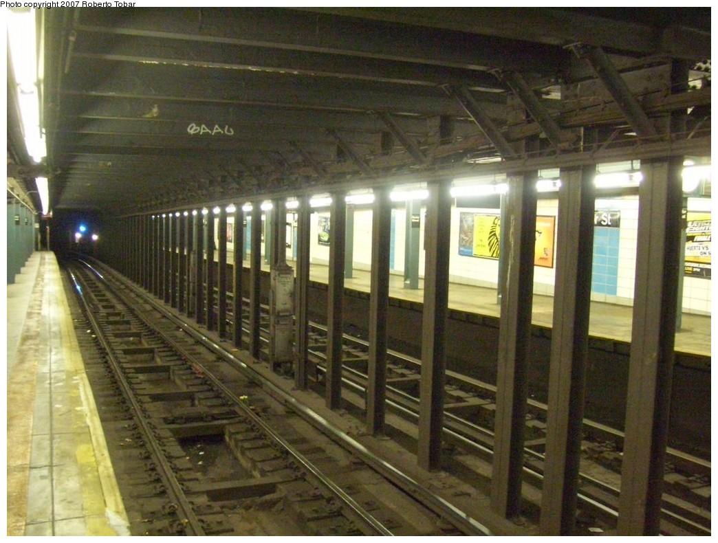 (219k, 1044x790)<br><b>Country:</b> United States<br><b>City:</b> New York<br><b>System:</b> New York City Transit<br><b>Line:</b> BMT Broadway Line<br><b>Location:</b> Rector Street <br><b>Photo by:</b> Roberto C. Tobar<br><b>Date:</b> 12/8/2007<br><b>Viewed (this week/total):</b> 0 / 1946