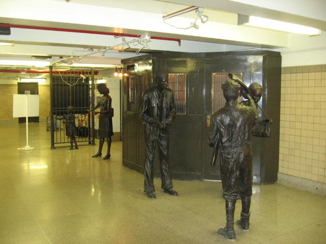 (107k, 640x480)<br><b>Country:</b> United States<br><b>City:</b> Newark, NJ<br><b>System:</b> Newark City Subway<br><b>Location:</b> Penn Station <br><b>Photo by:</b> Eli Dardis<br><b>Date:</b> 12/2/2007<br><b>Viewed (this week/total):</b> 3 / 1201