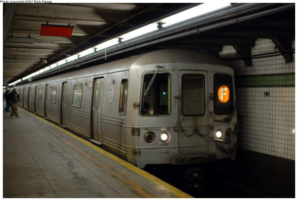(145k, 1044x706)<br><b>Country:</b> United States<br><b>City:</b> New York<br><b>System:</b> New York City Transit<br><b>Line:</b> IND 6th Avenue Line<br><b>Location:</b> 23rd Street <br><b>Route:</b> F<br><b>Car:</b> R-46 (Pullman-Standard, 1974-75) 5518 <br><b>Photo by:</b> Richard Panse<br><b>Date:</b> 12/9/2007<br><b>Viewed (this week/total):</b> 4 / 2045