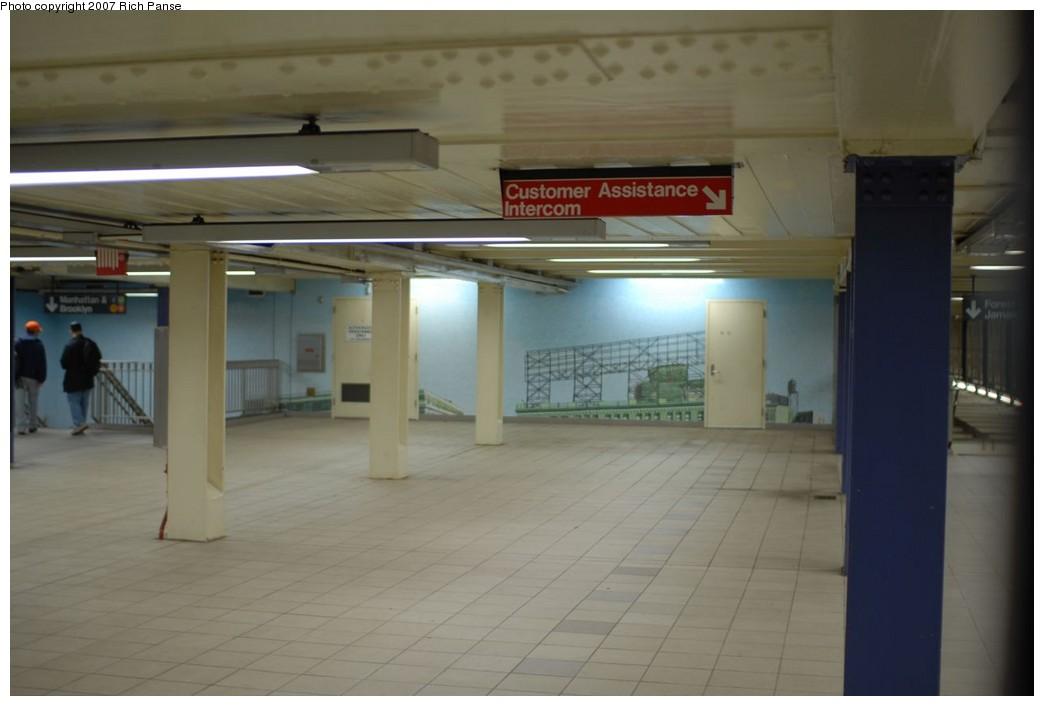 (138k, 1044x706)<br><b>Country:</b> United States<br><b>City:</b> New York<br><b>System:</b> New York City Transit<br><b>Line:</b> IND Queens Boulevard Line<br><b>Location:</b> Queens Plaza <br><b>Photo by:</b> Richard Panse<br><b>Date:</b> 12/9/2007<br><b>Artwork:</b> <i>Look Up Not Down</i>, Ellen Harvey (2005).<br><b>Viewed (this week/total):</b> 1 / 2338